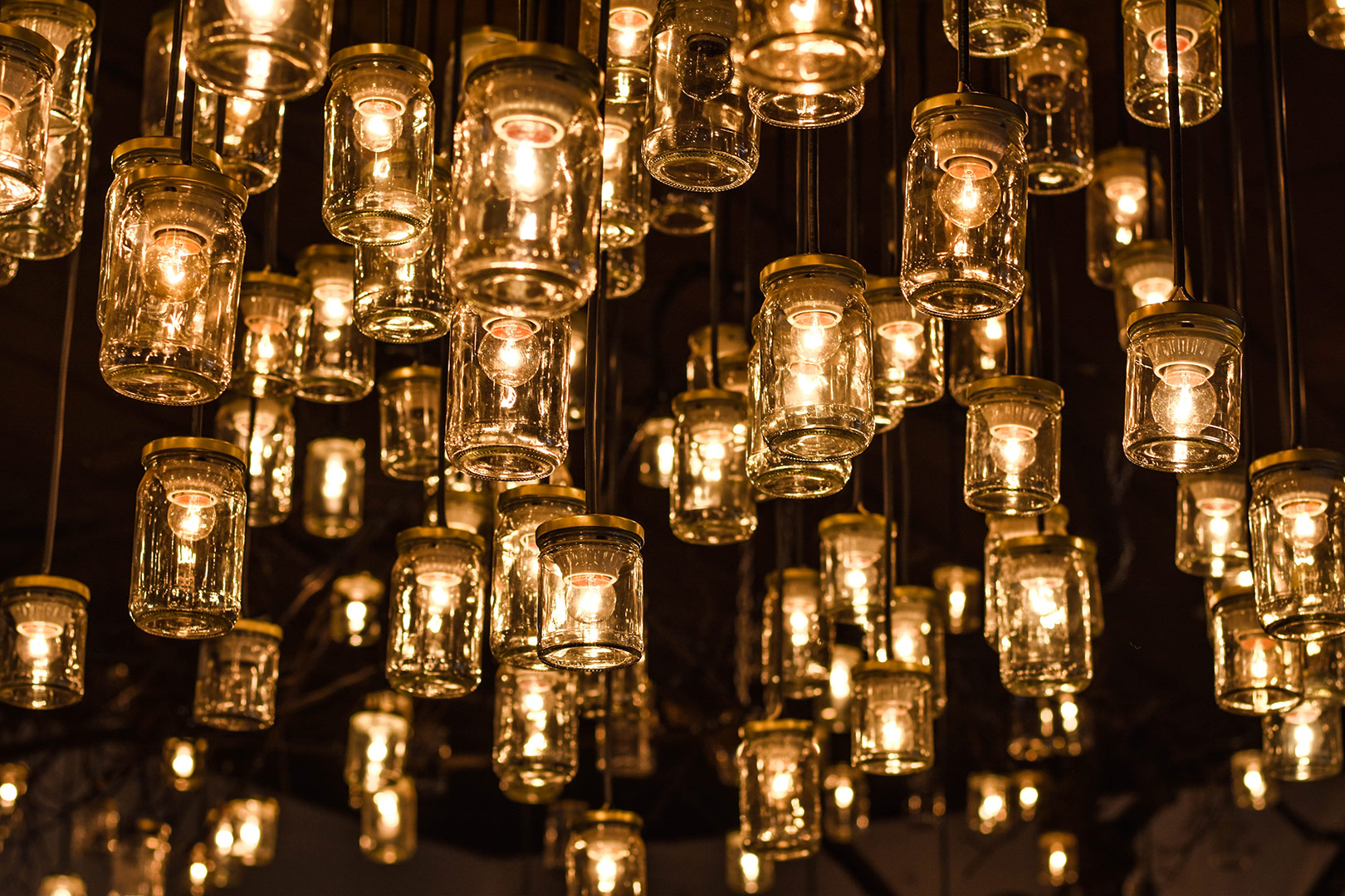 Dressing-Table-Lighting-Lots-Of-Bulbs-Graphic